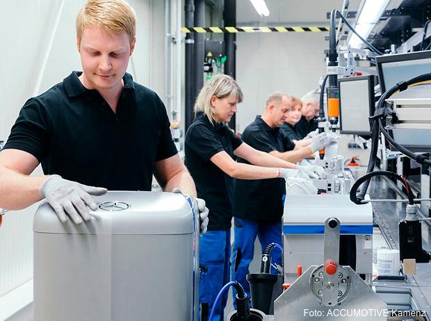 Serienproduktion der Mercedes-Benz Energiespeicher bei der ACCUMOTIVE im sächsischen Kamenz