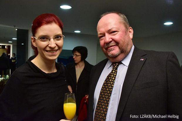 Gesundheitsministerin Diana Golze gratulierte dem Kammerpräsidenten Dipl.-Stom. Jürgen Herbert zu 25 Jahren Landeszahnärztekammer Brandenburg.