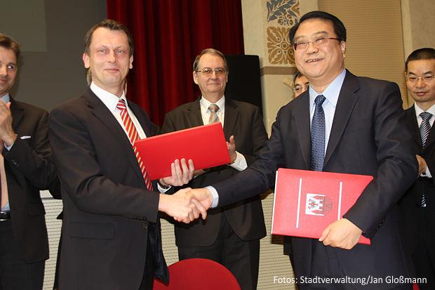 Die Erklärung unterzeichneten OB Holger Kelch und der Bürgermeister von Hefei, Zhang Qingjun.