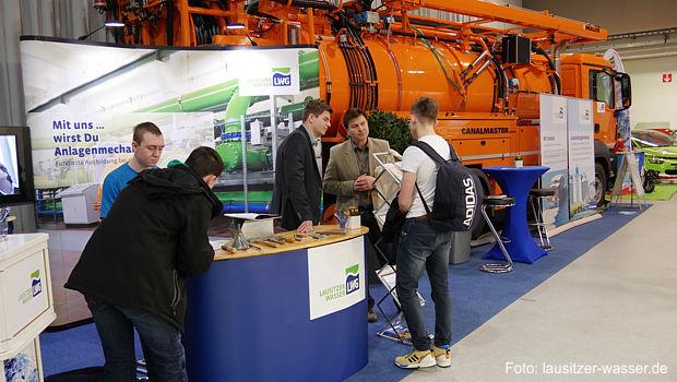 Auf ihrem Stand präsentierte die LWG neben Informationen zur Ausbildung auch ihr neuestes Fahrzeug: ein modernes Hochdruckspülgerät Fotos: LWG
