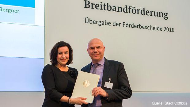 Dezernent Thomas Bergner mit der Parlamentarischen Staatssekretärin beim Bundesministerium für Verkehr und digitale Infrastruktur Dorothee Bär.
