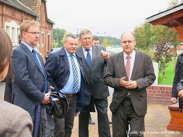 https://www.lausitz-branchen.de/medienarchiv/cms/upload/2016/oktober/Bundesminister-Schmidt-Lausitz.jpg