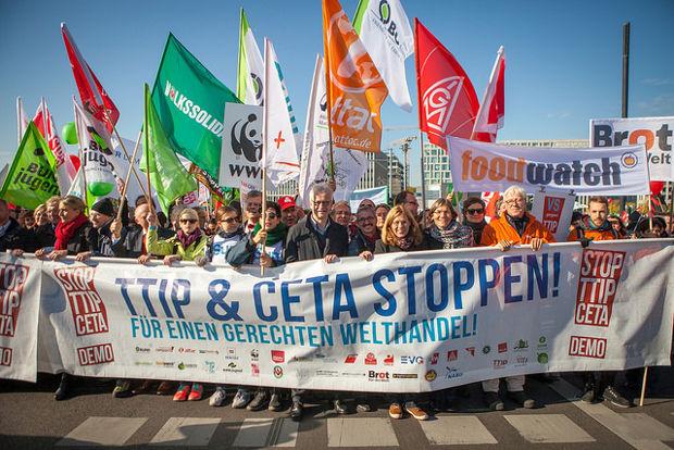 Demonstrationen gegen die transatlantischen Freihandelsabkommen TTIP und CETA