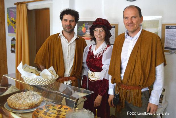 Christian Graf und Karsten Eule von der Plätzchen-Bäckerei mit Tabita Grünhard von der Christlichen Gemeinde Herzberg
