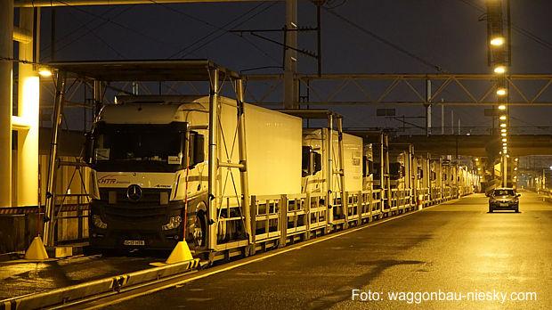 Spezialwaggons im Eurotunnel