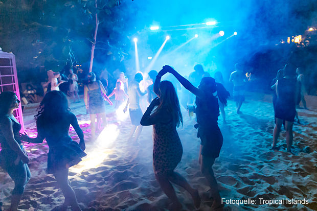 Beach Party im Tropical Islands AMAZONIA - foto: tropical islands
