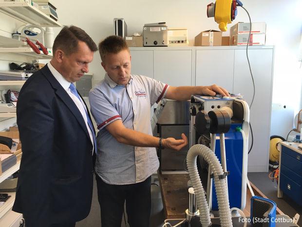 Besuch von OB Holger Kelch bei der Dubrau und Roge Medizintechnik GmbH