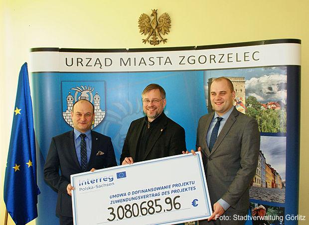 Zuwendungsvertrag für das deutsch-polnische Projekt Brückenpark / Park Mostow