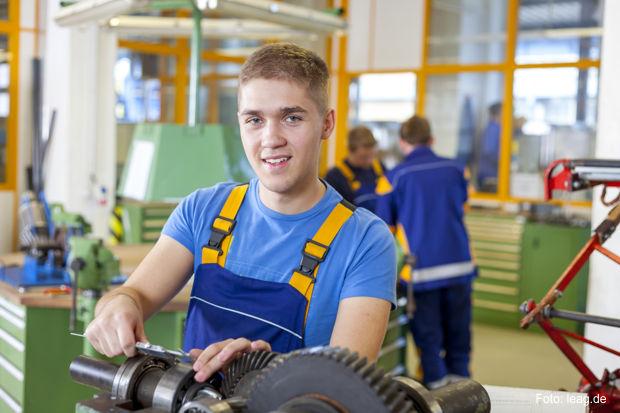 Ausbilung zum Industriemechanikerhttps://www.lausitz-branchen.de/medienarchiv/cms/upload/2017/juni/LEAG-Azubi-Industriemechaniker.jpg