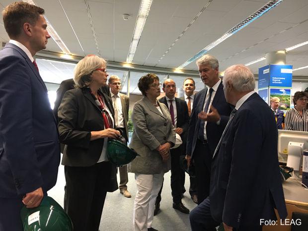 Bundeswirtschaftsministerin Brigitte Zypries informierte sich im Kraftwerk Boxberg über die Leistungsfähigkeit der Braunkohlekraftwerke der LEAG, Foto: LEAG