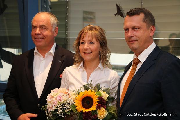 Tina Reiche wurde von Holger Kelch (r.) und Dr. Torsten Kunze begrüßt - Stadt Cottbus/Gloßmann