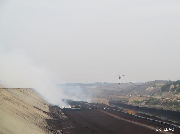 Hubschraubereinsatz bei Brand im Tagebau Reichwalde