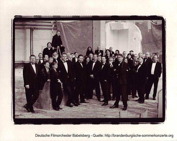 Deutsches Filmorchester Babelsberg spielt Musik aus James Bond