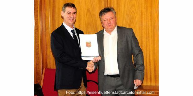 Amtseinführung des Bürgermeisters Frank Balzer durch den  Vorsitzenden der Stadtverordnetenversammlung Peter Müller