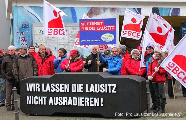 zur neuen Runde der Sondierungsgespräche zeigt die Lausitz in Berlin Flagge