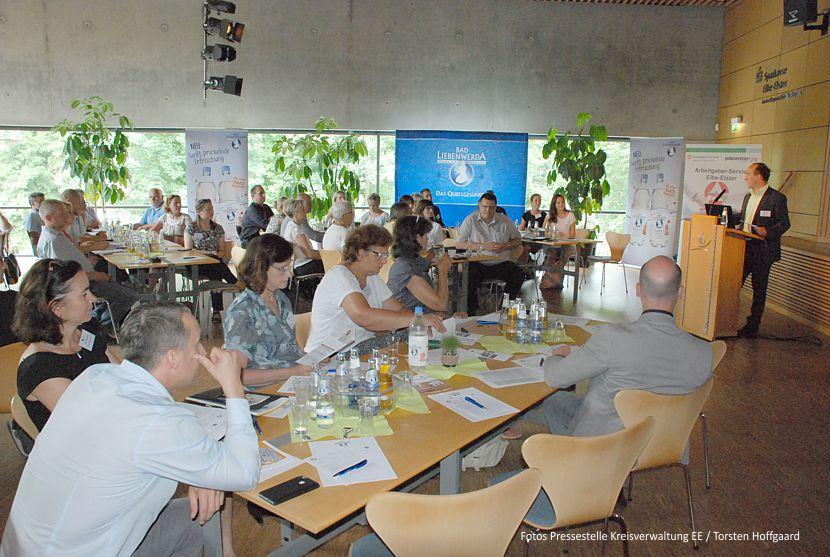 """Jens Zwanzig begrüßte die Teilnehmer der Veranstaltung """"Erfolgsfaktor Mitarbeiter"""" im Bürgerhaus in Bad Liebenwerda."""