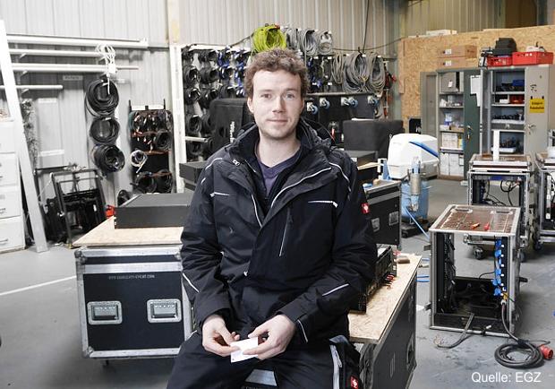 Philipp Boegershausen bei aktuellen Wartungs-/ Servicearbeiten am Tonequipment, Quelle: EGZ