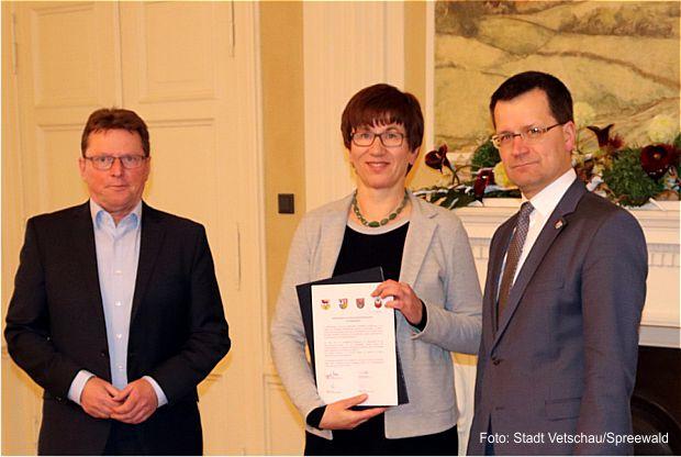 Verkehrsministerin Kathrin Schneider übergibt Positionspapier