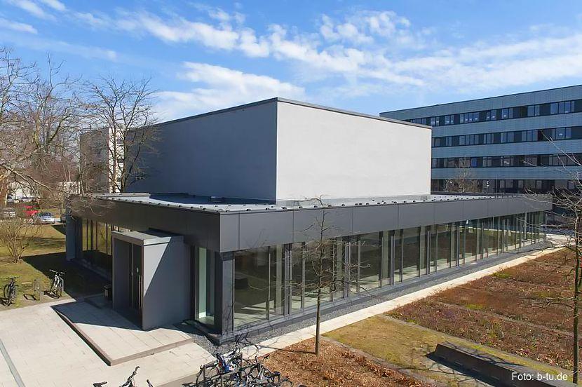 Veranstaltungsort des diesjährigen Metalltages und des Cottbuser Leichtbauworkshops ist der Große Hörsaal auf dem Zentralcampus in Cottbus