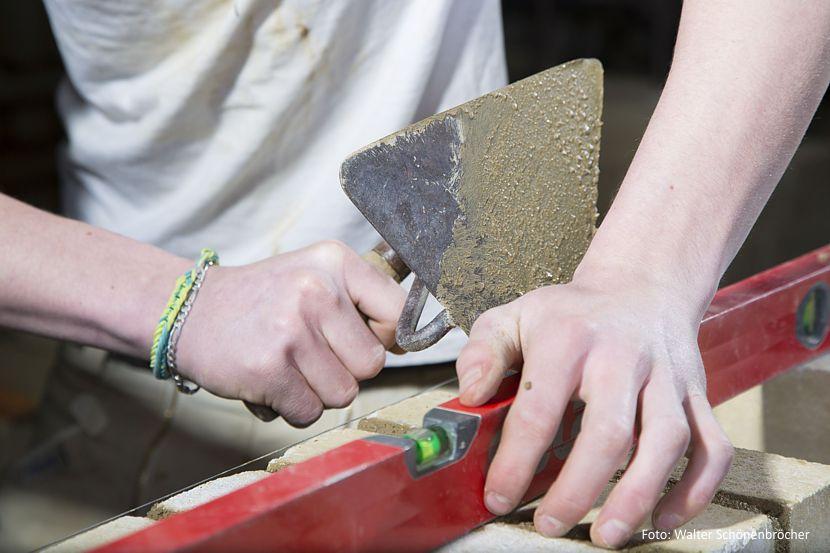 """Projekt """"Berufsstart Bau"""" - Ausbildung im Baugewerbe"""