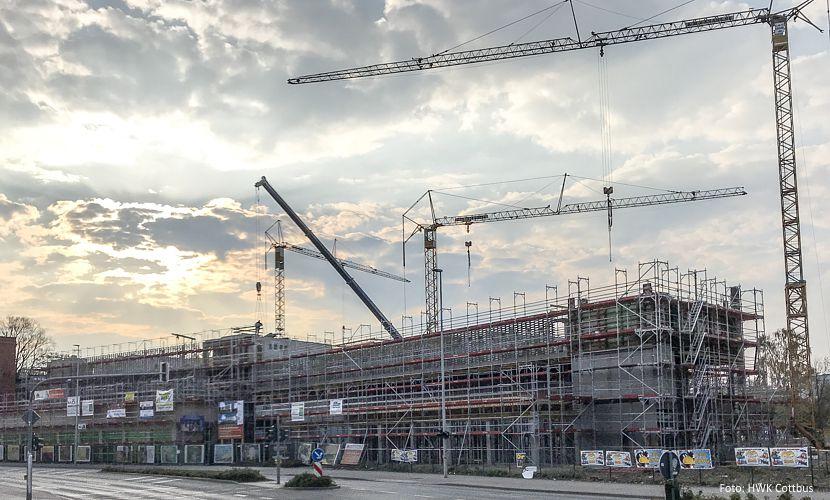 Neubau in der Cottbuser Innenstadt: Wohnungen, Parkhaus, Bio-Markt und Fitness-Center entstehen im Wohn- und Geschäftshaus in der Franz-Mehring-Straße.