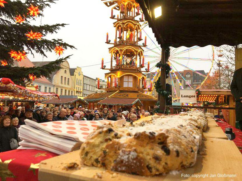 Weihnachtsmarkt der 1000 Sterne eröffnethttps://www.lausitz-branchen.de/medienarchiv/cms/upload/2019/november/Weihnachtsmarkt-Cottbus.jpg