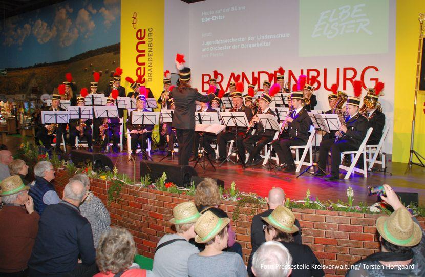 Sind mit stimmungsvoller Orchestermusik wieder auf der Grünen Woche zur Stelle: das Jugendblasorchester der Lindenschule Plessa mit Unterstützung des Orchesters der Bergarbeiter Plessa.