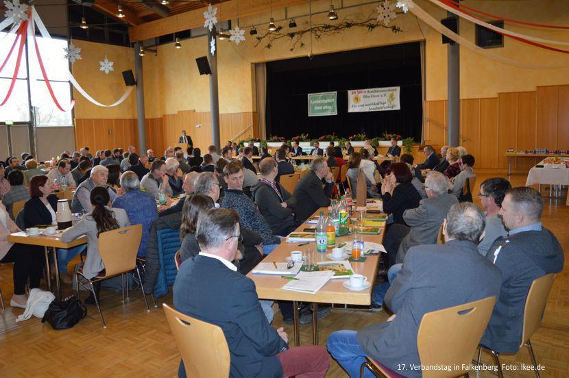130 Mitglieder berieten zum 17. Verbandstag des Kreisbauernverbandes Elbe-Elster über die Probleme der 2900 Menschen, die direkt in der Landwirtschaft beschäftigt sind und 51 % der Kreisfläche landwirtschaftlich nutzen.