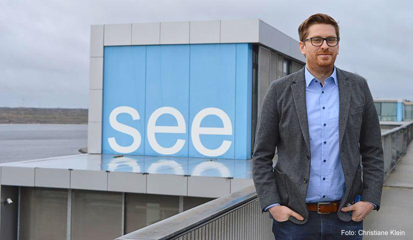 Paul Fichtner vor den IBA Terrassen, Foto Christiane Klein