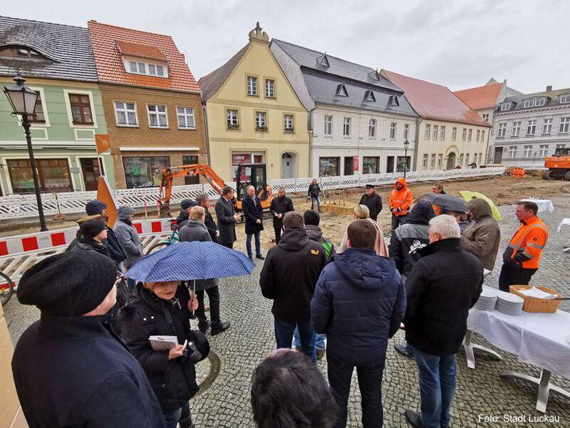 https://www.lausitz-branchen.de/medienarchiv/cms/upload/2020/03/spatenstich_marktplatz_luckau.jpg