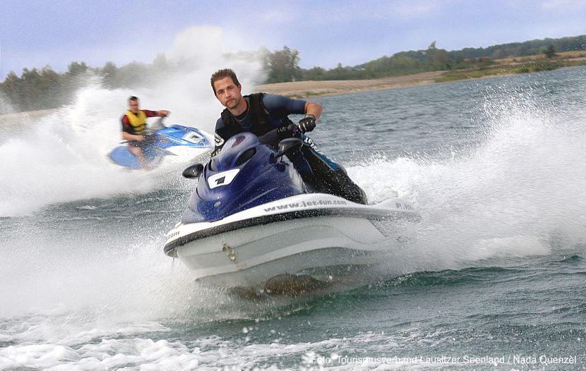 Mit Boot, Floß und Surfbrett durchs Lausitzer Seenland