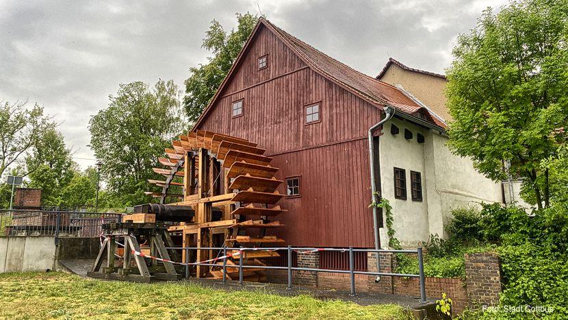 Wasserrad an der Spreewehrmühle fertig gestellt