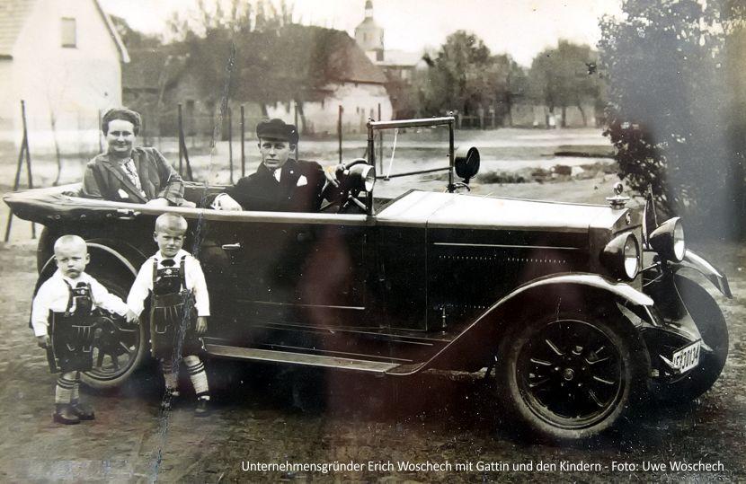 Unternehmensgründer Erich Woschech mit Gattin und den Kindern.  - Foto: Uwe Woschech