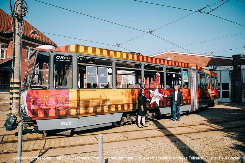 Görliwood-Straßenbahn mit EGZ-Geschäftsführerin Andrea Behr und GVB-Geschäftsführer Andreas Trillmich, Quelle: Paul Glaser