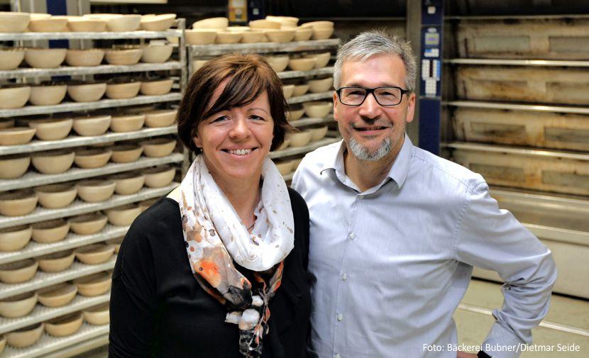 Bäckermeister Thomas Bubner mit seiner Frau Monika, Verkaufsleiterin im Unternehmen. - Foto: Bäckerei Bubner/Dietmar Seidel